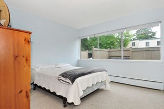 "Photo 13: 720 WESTVIEW Crescent in North Vancouver: Central Lonsdale Condo for sale in ""Cypress Gardens"" : MLS®# R2370300"