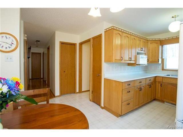 Photo 7: Photos: 31 Farlinger Bay in Winnipeg: Garden City Residential for sale (4F)  : MLS®# 1703932