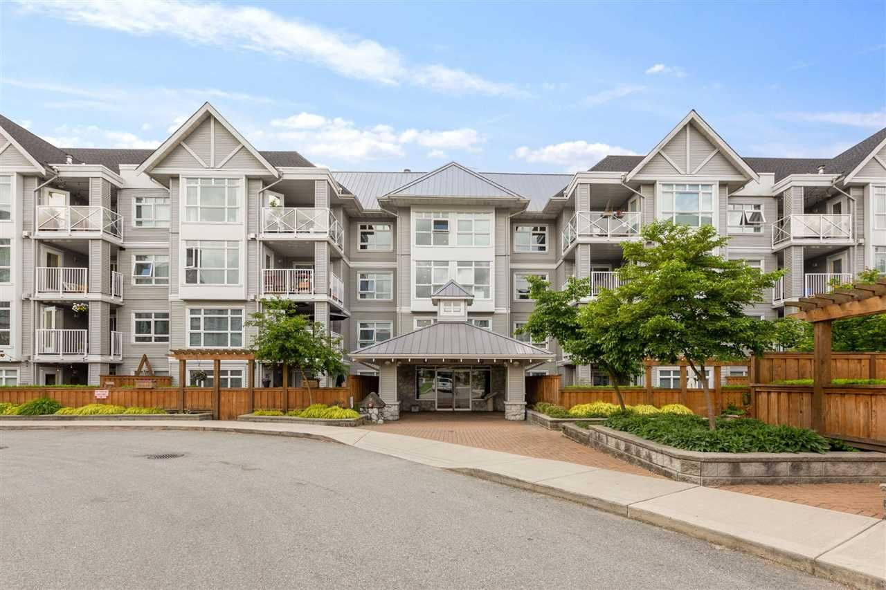 """Main Photo: 107 3136 ST JOHNS Street in Port Moody: Port Moody Centre Condo for sale in """"SONRISA"""" : MLS®# R2585034"""