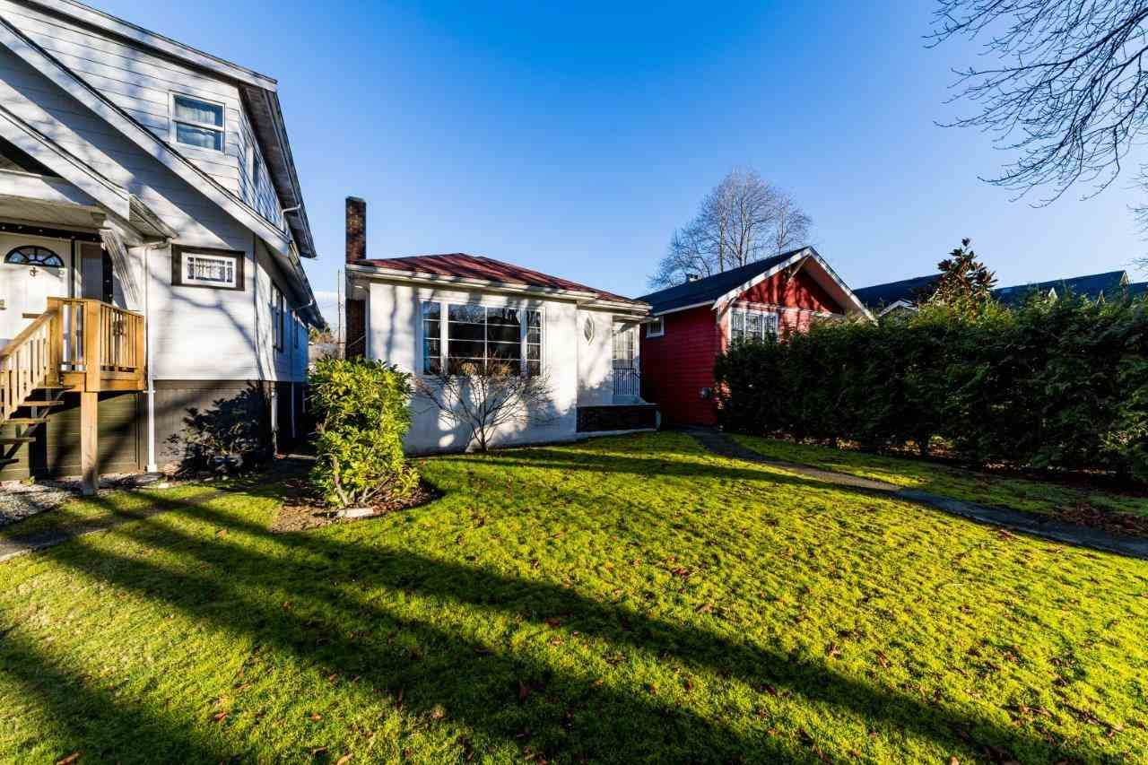 "Main Photo: 3355 W 12TH Avenue in Vancouver: Kitsilano House for sale in ""Kitsilano"" (Vancouver West)  : MLS®# R2536590"