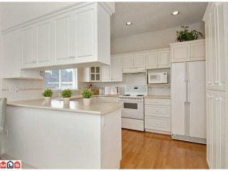 """Photo 4: 27 1881 144TH Street in Surrey: Sunnyside Park Surrey Townhouse for sale in """"Brambley Hedge"""" (South Surrey White Rock)  : MLS®# F1119123"""