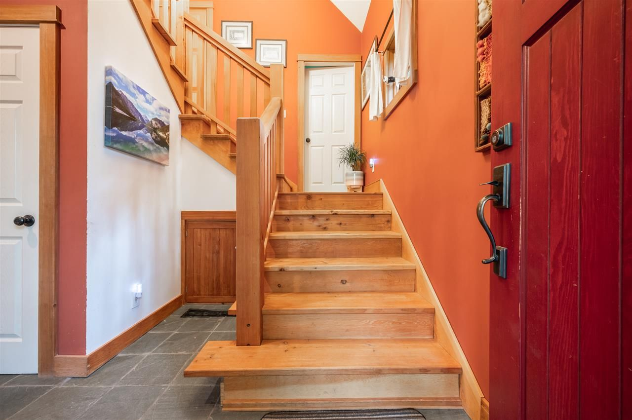 Photo 12: Photos: 41645 GOVERNMENT Road in Squamish: Brackendale House for sale : MLS®# R2515345