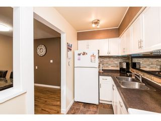 """Photo 11: 10531 HOLLY PARK Lane in Surrey: Guildford Townhouse for sale in """"HOLLY PARK LANE"""" (North Surrey)  : MLS®# R2147163"""
