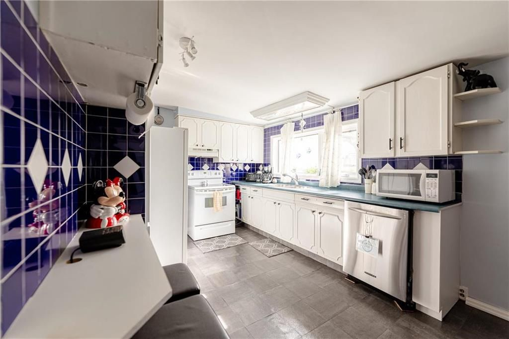 Photo 15: Photos: 805 Madeline Street in Winnipeg: West Transcona Residential for sale (3L)  : MLS®# 202114224
