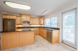 "Photo 14: 301 14934 THRIFT Avenue: White Rock Condo for sale in ""Villa Positano"" (South Surrey White Rock)  : MLS®# R2538501"