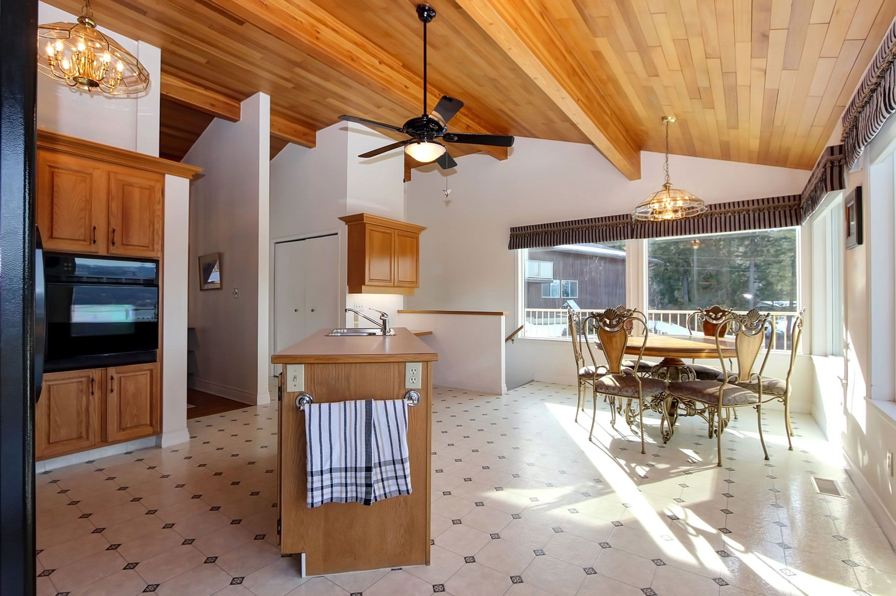Photo 15: Photos: 1350 Trans Canada Highway in Sorrento: House for sale : MLS®# 10225818