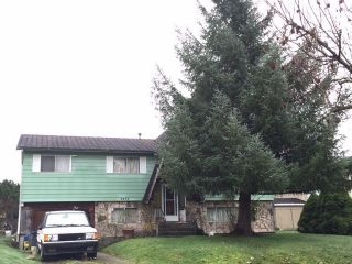 Photo 3: 8858 ROSLIN Place in Surrey: Bear Creek Green Timbers House for sale : MLS®# R2124086