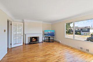 Photo 3: 2256-2258 Estevan Ave in Oak Bay: OB Henderson Full Duplex for sale : MLS®# 842582