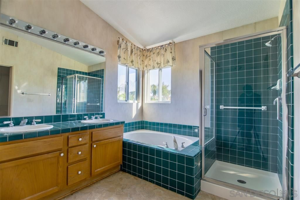 Photo 9: Photos: OCEANSIDE House for sale : 5 bedrooms : 5757 Spur Avenue