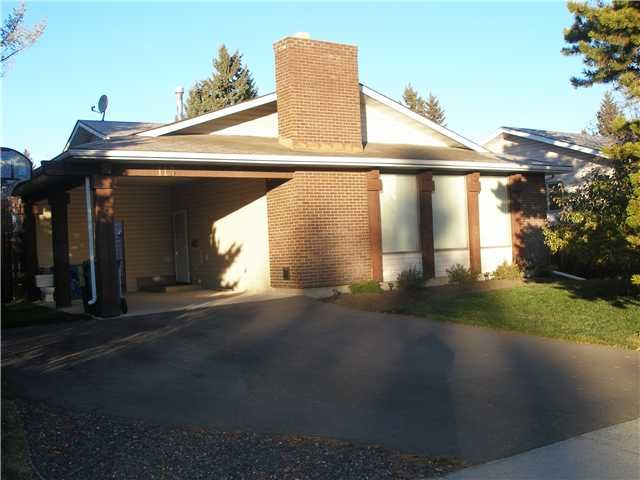 Great private location, not on busy road, Large rectangular lot with west backyard.  Large carport and oversized driveway.