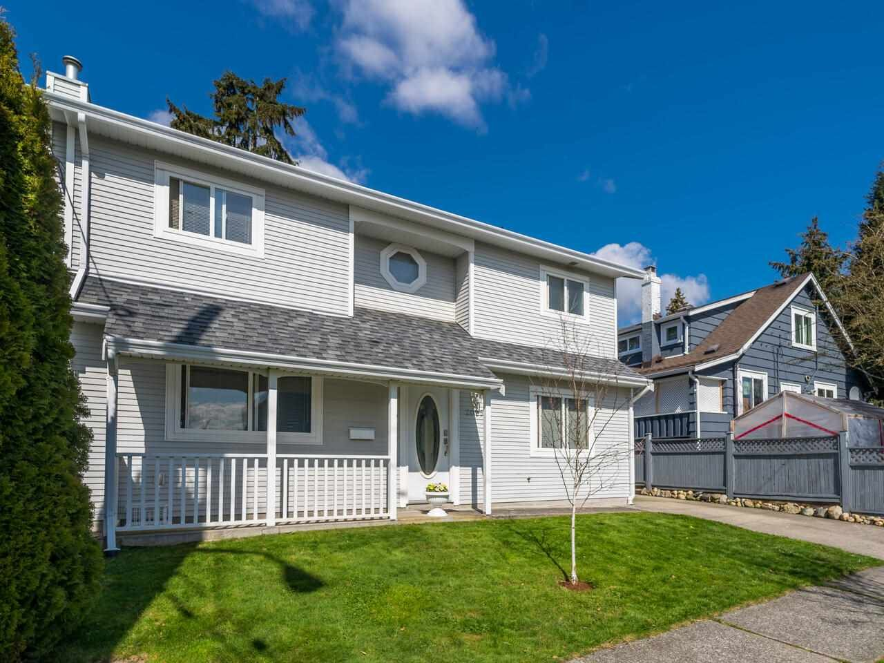 Main Photo: 2005 LONDON Street in New Westminster: Connaught Heights House for sale : MLS®# R2559146
