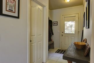 Photo 6:  in : Anglemont House for sale (North Shuswap)  : MLS®# 10239335