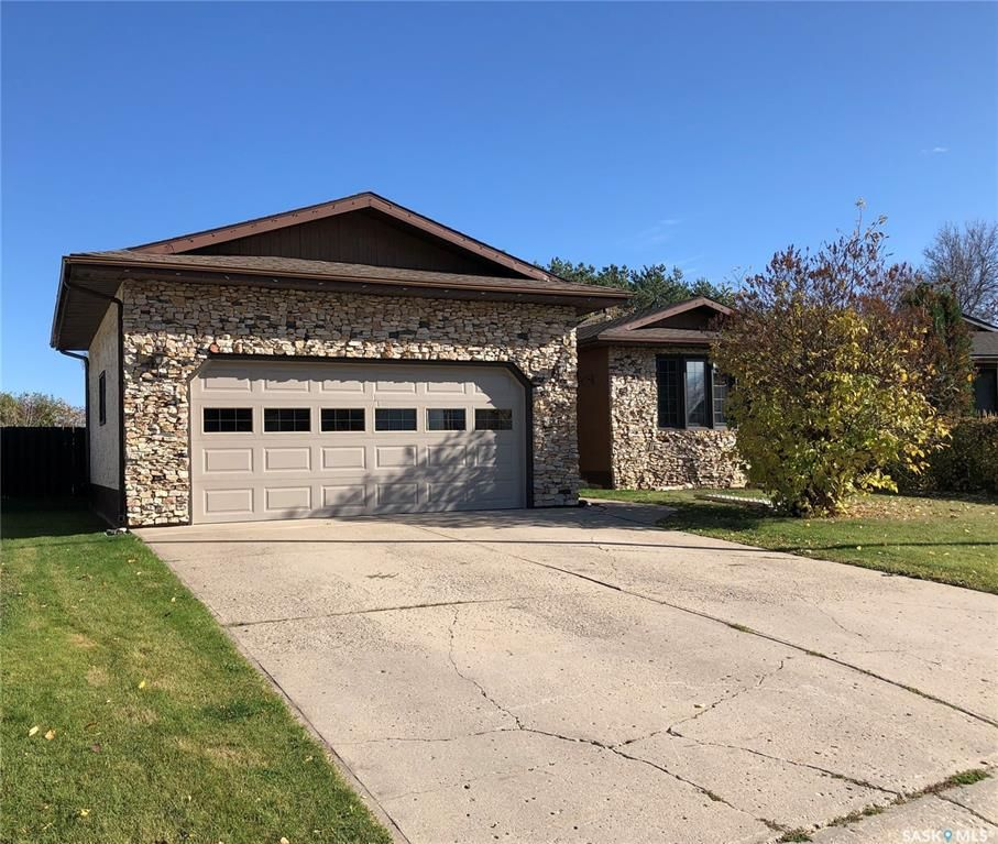 Main Photo: 107 FINLAY Place in Nipawin: Residential for sale : MLS®# SK829016