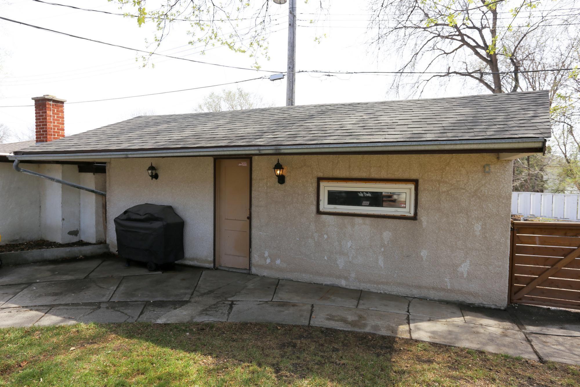 Photo 33: Photos: 1322 Valour Road in Winnipeg: Sargent Park Single Family Detached for sale (5C)  : MLS®# 1811835