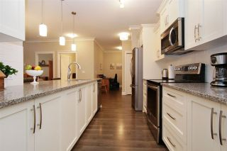 """Photo 10: 402 45746 KEITH WILSON Road in Chilliwack: Vedder S Watson-Promontory Condo for sale in """"Englewood Courtyard"""" (Sardis)  : MLS®# R2585931"""