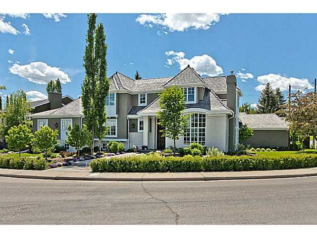 Main Photo: 625 EARL GREY Crescent SW in CALGARY: Mount Royal Residential Detached Single Family for sale (Calgary)  : MLS®# C3618067