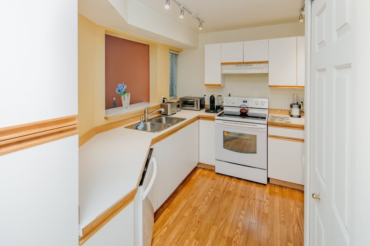 Photo 5: Photos: 109 628 W 13TH AVENUE in Vancouver: Fairview VW Condo for sale (Vancouver West)  : MLS®# R2205140