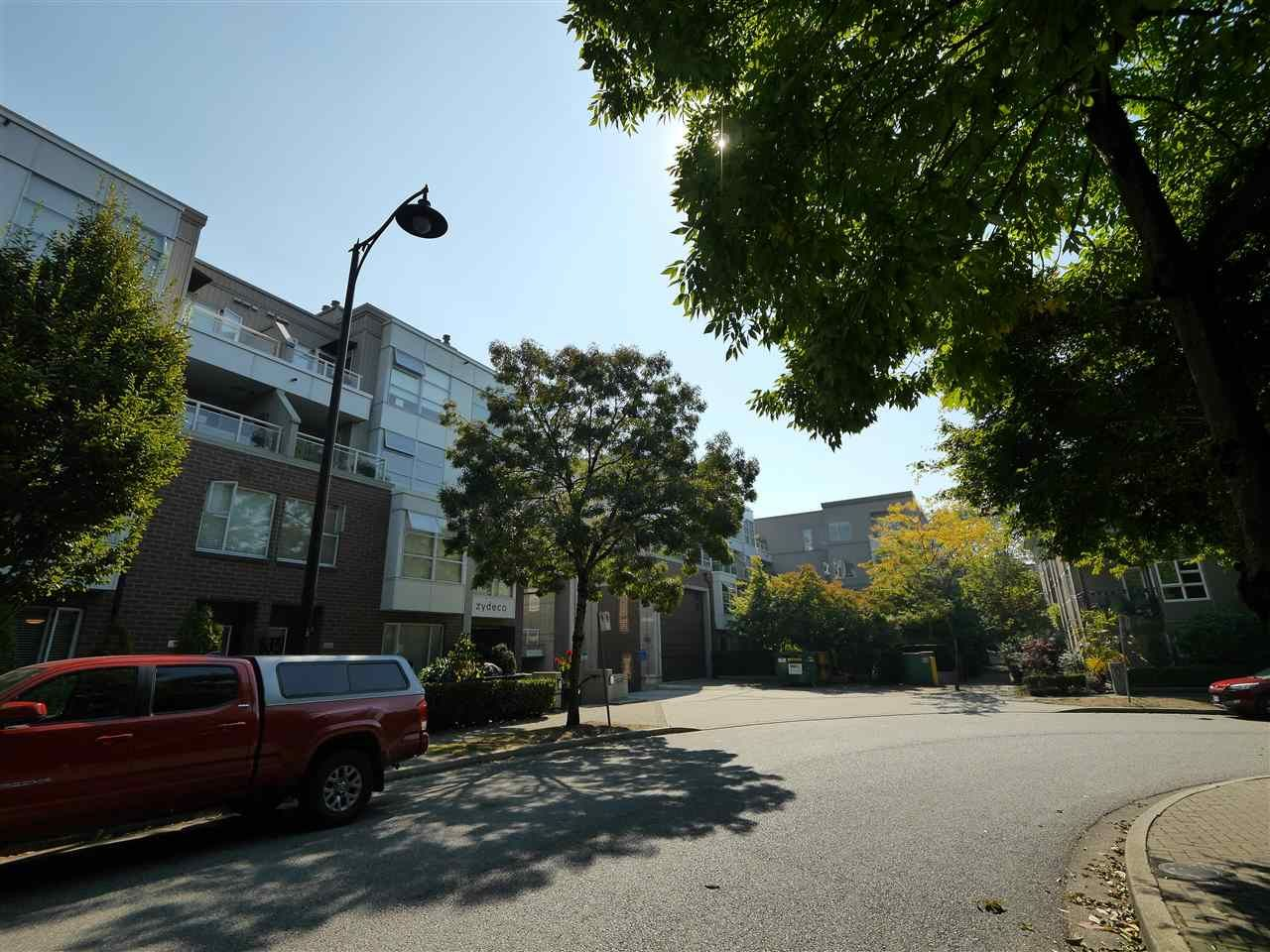 """Photo 3: Photos: 315 2768 CRANBERRY Drive in Vancouver: Kitsilano Condo for sale in """"ZYDECO"""" (Vancouver West)  : MLS®# R2566057"""