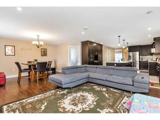 """Photo 6: 17345 63A Avenue in Surrey: Cloverdale BC House for sale in """"Cloverdale"""" (Cloverdale)  : MLS®# R2446374"""