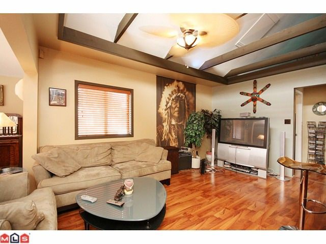 Main Photo: 15506 VICTORIA Avenue: White Rock House for sale (South Surrey White Rock)  : MLS®# F1025203