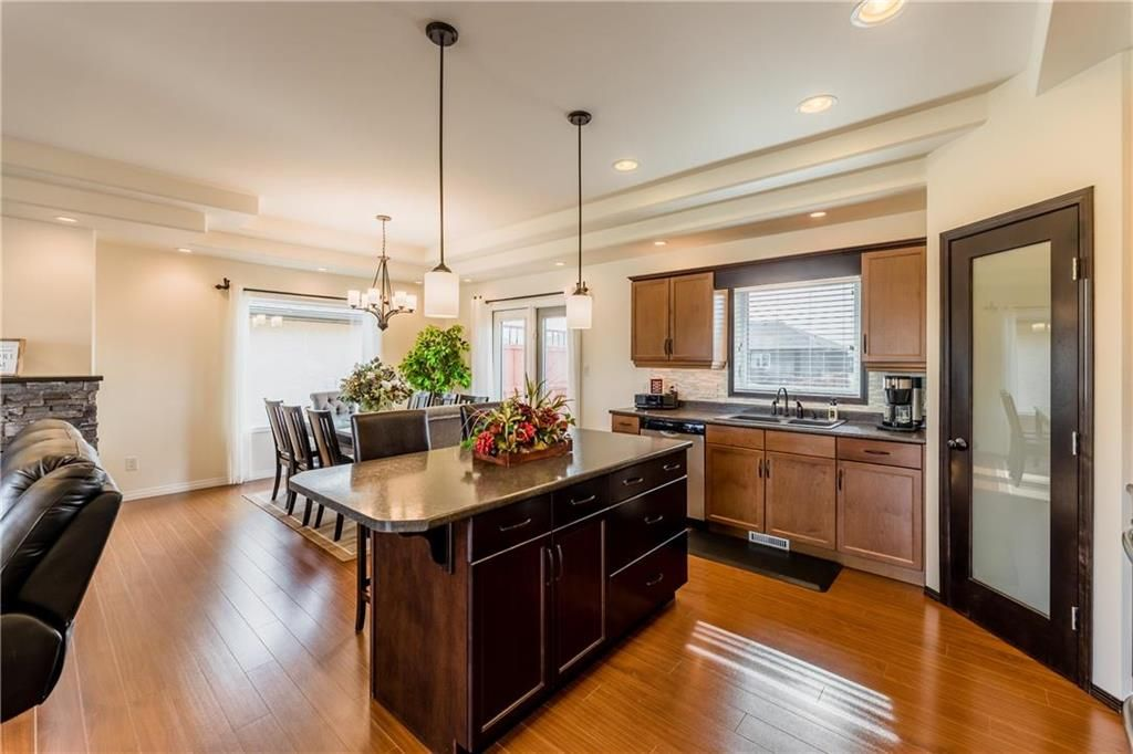 Photo 5: Photos: 18 JUNIPER Avenue in Steinbach: Southwood Residential for sale (R16)  : MLS®# 202024800