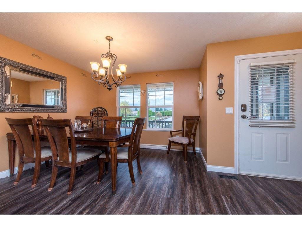"Photo 4: Photos: 9 45306 BALMORAL Avenue in Sardis: Sardis West Vedder Rd House for sale in ""BALMORAL PARK ESTATES"" : MLS®# R2518450"