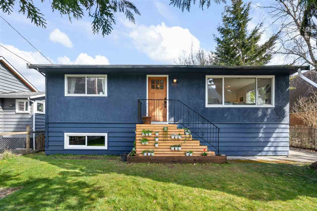 Main Photo: 38840 NEWPORT Road in Squamish: Dentville House for sale : MLS®# R2559177