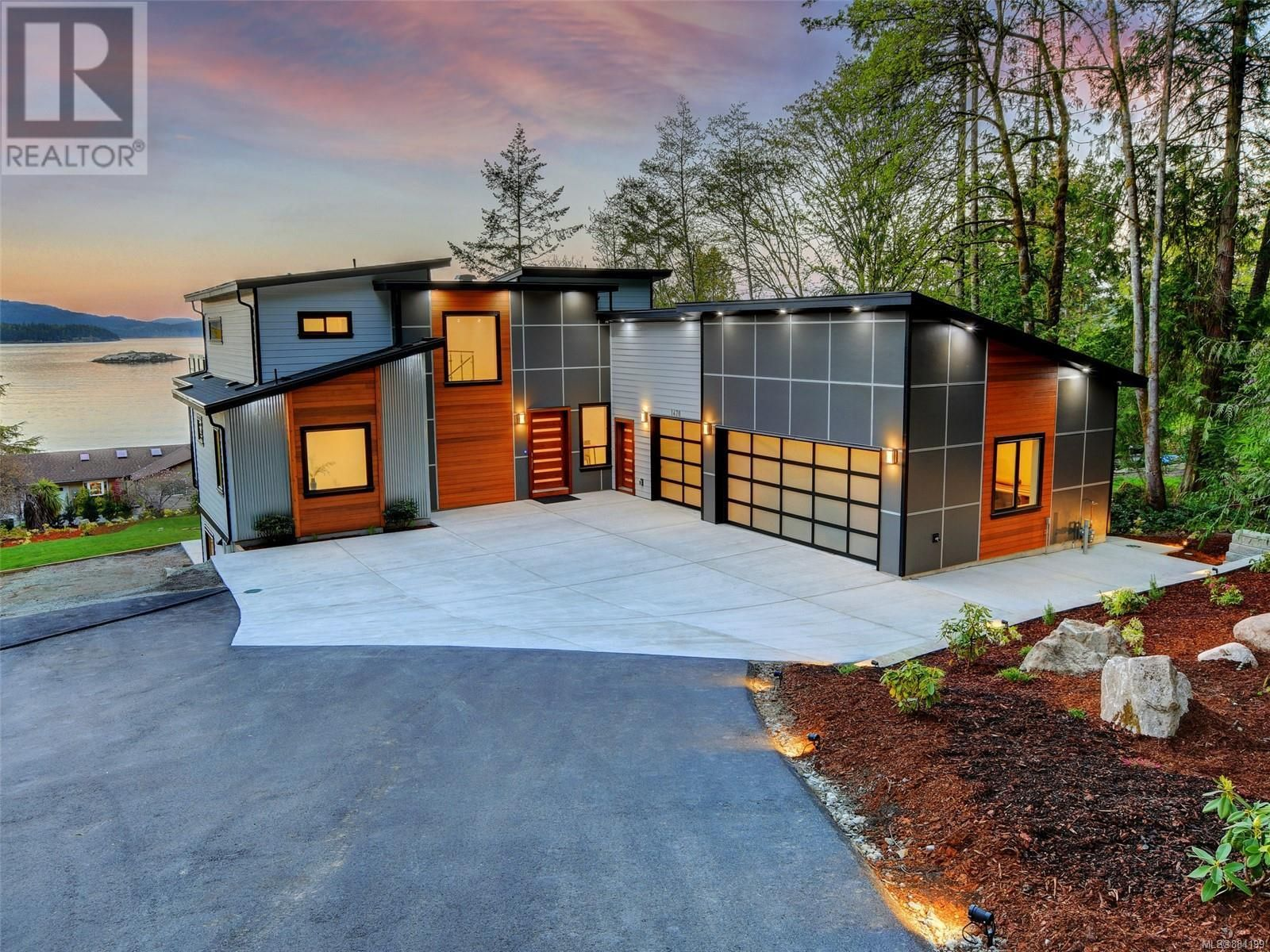 Main Photo: 1470 Lands End Rd in North Saanich: House for sale : MLS®# 884199