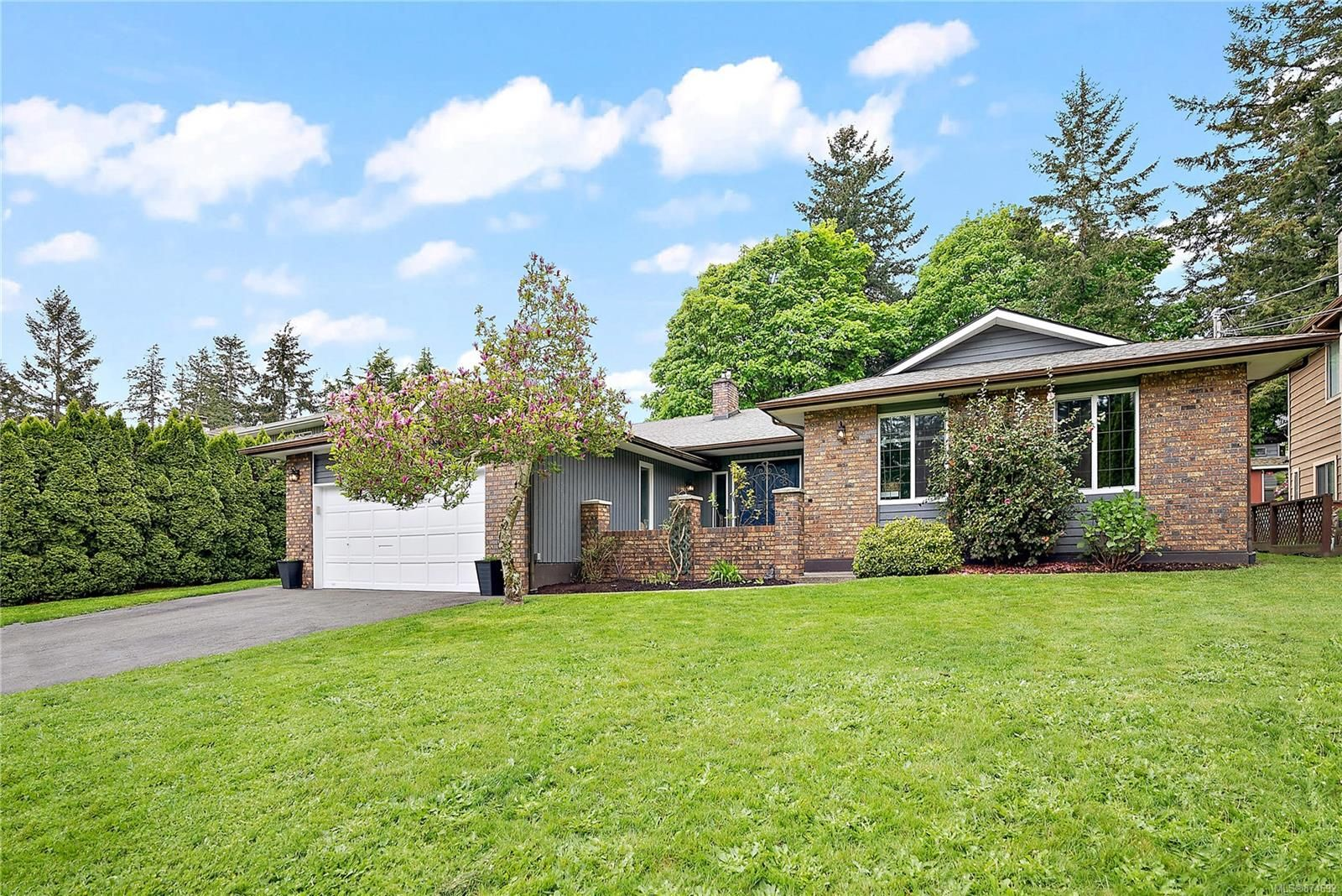 Main Photo: 7312 Veyaness Rd in Central Saanich: CS Saanichton House for sale : MLS®# 874692