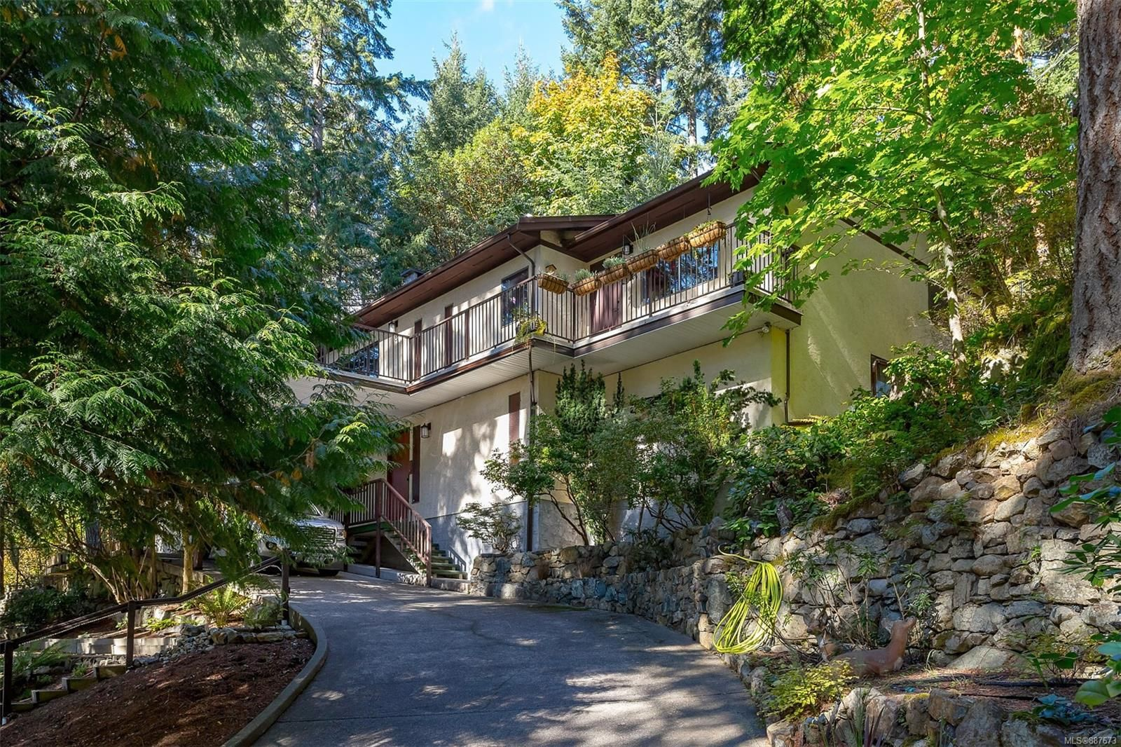 Main Photo: 3052 Awsworth Rd in Langford: La Humpback House for sale : MLS®# 887673