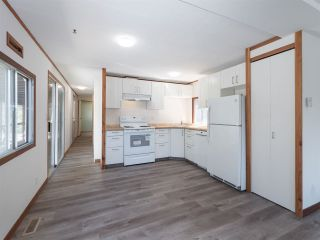 """Photo 6: 7 12248 SUNSHINE COAST Highway in Madeira Park: Pender Harbour Egmont Manufactured Home for sale in """"SEVEN ISLES"""" (Sunshine Coast)  : MLS®# R2604086"""