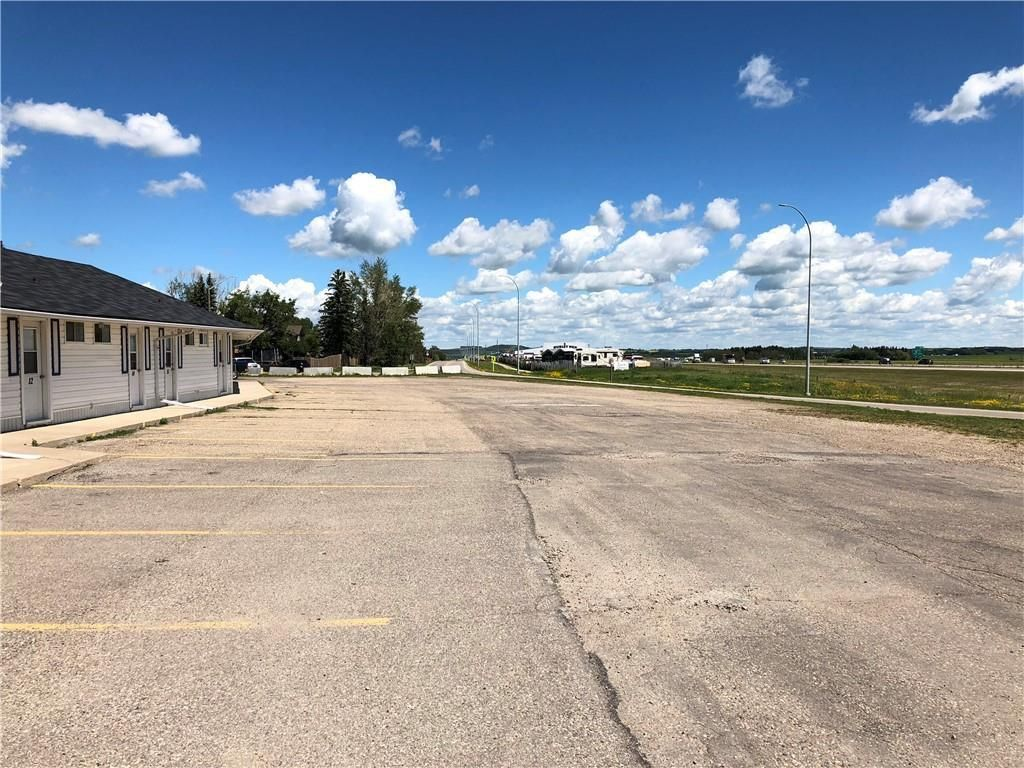 Main Photo: : Innisfail Hotel/Motel for sale : MLS®# C4272569
