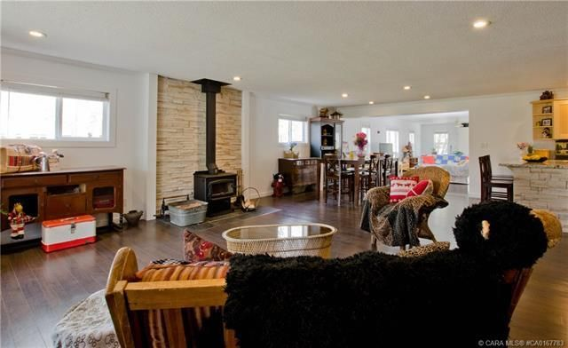 Photo 3: Photos: 70 Lakeview Avenue in Gull Lake: Residential for sale : MLS®# CA0167783