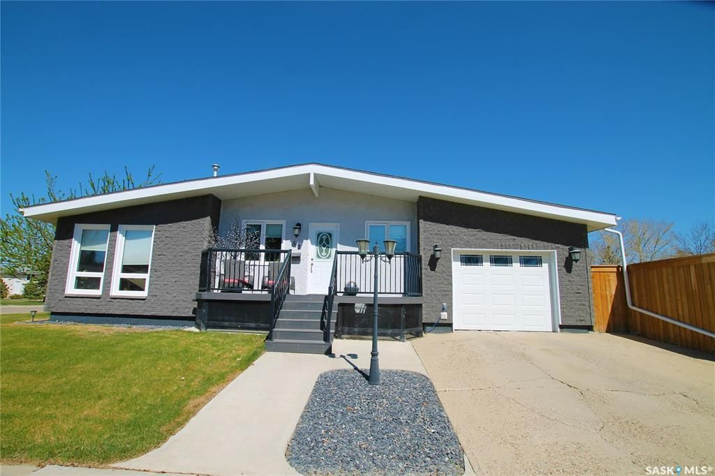 Main Photo: 57 Hesford Place in Swift Current: South West SC Residential for sale : MLS®# SK852457