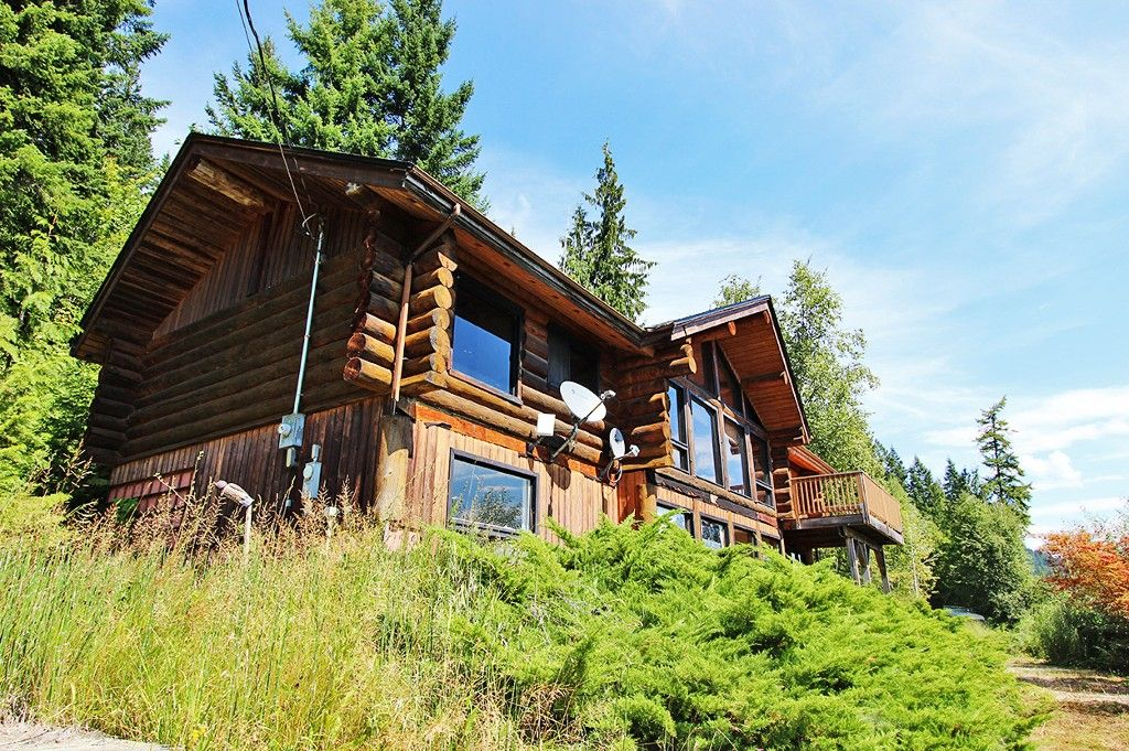 Photo 2: Photos: 8079 Squilax Anglemont Highway: St. Ives House for sale (North Shuswap)  : MLS®# 10179329