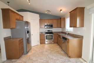 Photo 2: 813 Lochwood Place in Swift Current: Highland Residential for sale : MLS®# SK863485