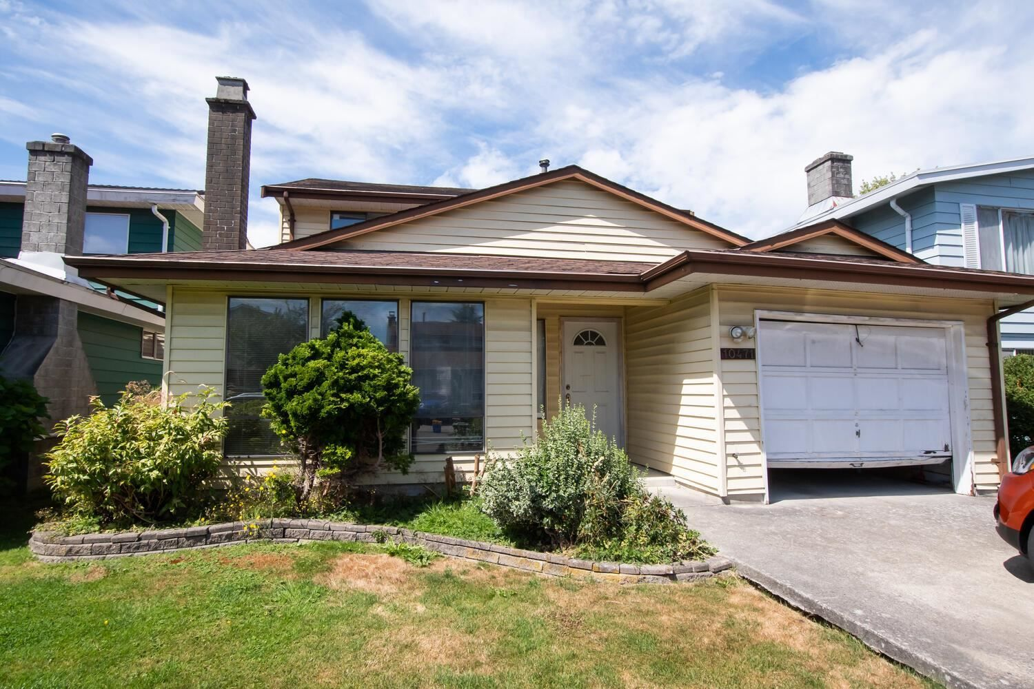 Main Photo: 10471 HOLLYMOUNT Drive in Richmond: Steveston North House for sale : MLS®# R2607607