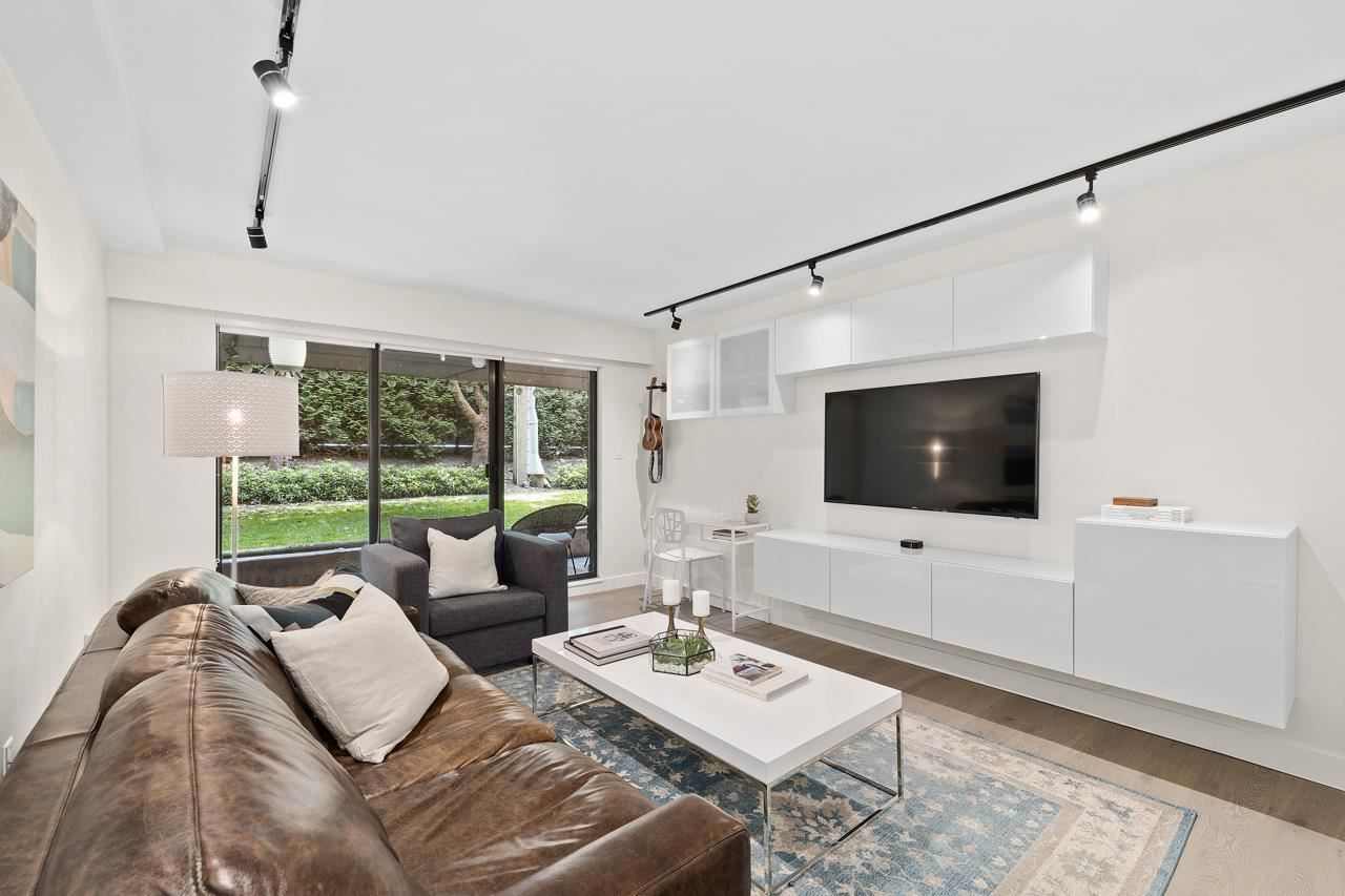 """Main Photo: 107 2424 CYPRESS Street in Vancouver: Kitsilano Condo for sale in """"Cypress Place"""" (Vancouver West)  : MLS®# R2587466"""