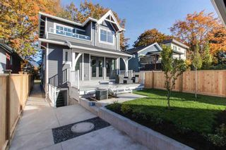 Photo 2: 2474 ETON Street in Vancouver: Hastings Sunrise House for sale (Vancouver East)  : MLS®# R2466309