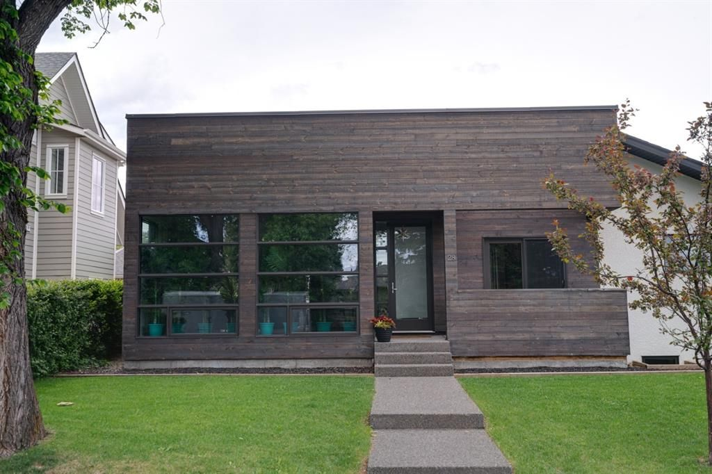 Main Photo: 28 Grafton Drive SW in Calgary: Glamorgan Detached for sale : MLS®# A1118008