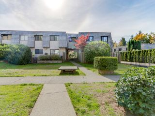 """Photo 16: 1236 PREMIER Street in NORTH VANC: Lynnmour Townhouse for sale in """"LYNNMOUR VILLAGE"""" (North Vancouver)  : MLS®# R2006636"""