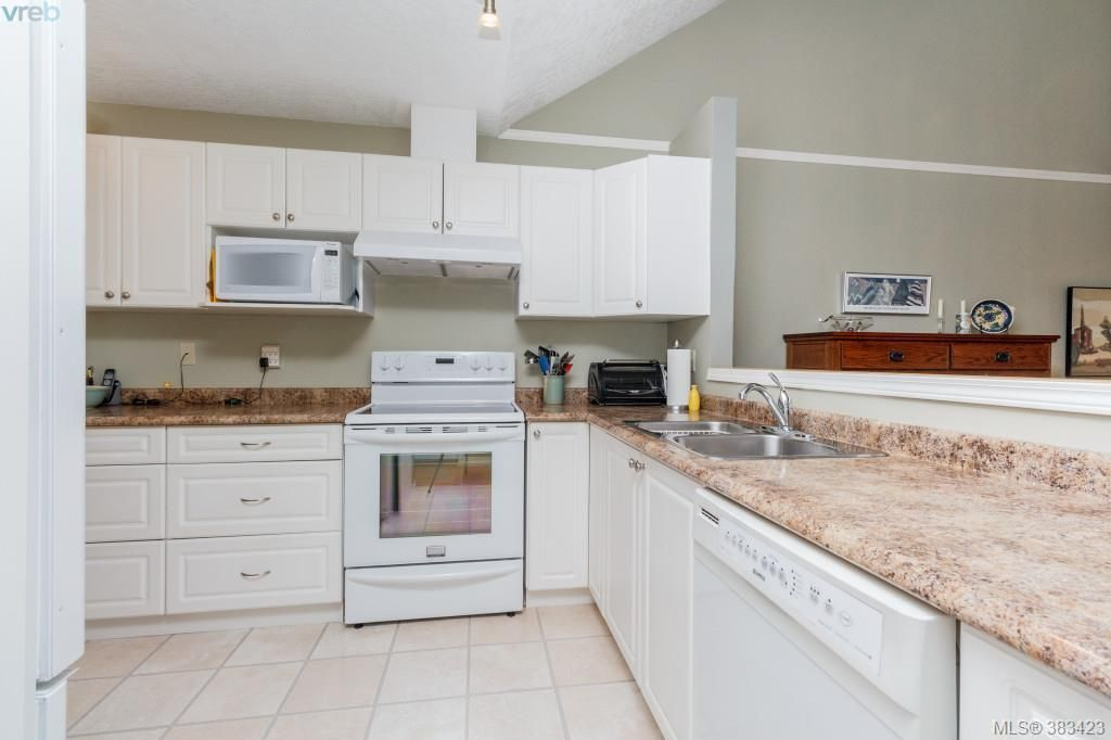 Photo 6: Photos: 20 3049 Brittany Dr in VICTORIA: Co Sun Ridge Row/Townhouse for sale (Colwood)  : MLS®# 770629