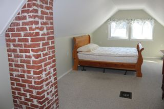 Photo 9: 625 10th Avenue: Montrose House for sale
