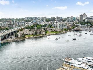 Photo 15: 2105 1033 MARINASIDE Crescent in Vancouver: Yaletown Condo for sale (Vancouver West)  : MLS®# R2614504