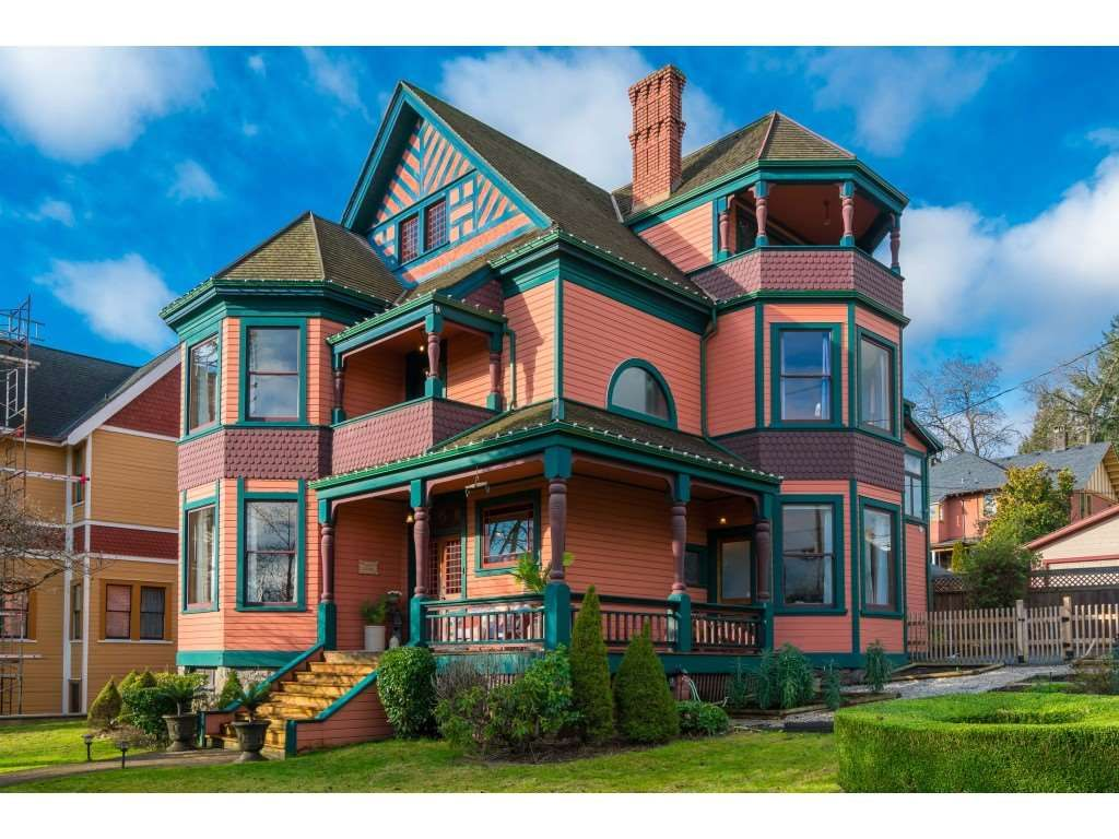 """Main Photo: 403 ST GEORGE Street in New Westminster: Queens Park House for sale in """"Queen's Park"""" : MLS®# R2486752"""