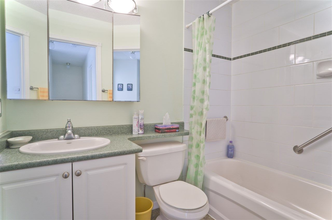Photo 13: Photos: 4725 FERNGLEN PLACE in Burnaby: Greentree Village Townhouse for sale (Burnaby South)  : MLS®# R2163042
