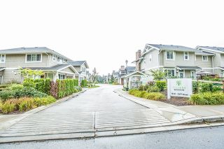 """Photo 2: 4 12161 237 Street in Maple Ridge: East Central Townhouse for sale in """"VILLAGE GREEN"""" : MLS®# R2097665"""