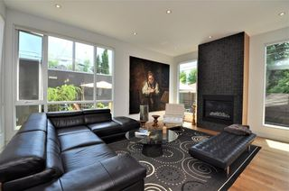 Photo 6: 110 35 Street NW in Calgary: Parkdale House for sale : MLS®# C4123515