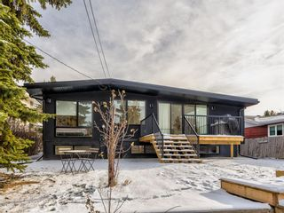 Photo 1: 5327 Carney Road NW in Calgary: Charleswood Detached for sale : MLS®# A1049468