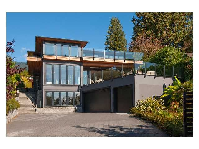 """Main Photo: 2659 MARINE Drive in West Vancouver: Dundarave House for sale in """"Dundarave"""" : MLS®# V1033029"""